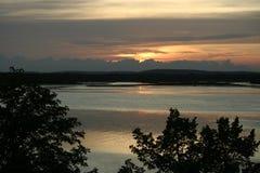 Ηλιοβασίλεμα πέρα από τη λίμνη Midwest στοκ εικόνες με δικαίωμα ελεύθερης χρήσης