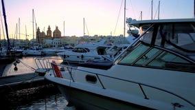 Ηλιοβασίλεμα πέρα από τη μαρίνα Msida, Μάλτα φιλμ μικρού μήκους