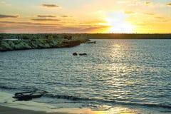 Ηλιοβασίλεμα πέρα από τη Μεσόγειο, θερινό βράδυ στοκ φωτογραφίες με δικαίωμα ελεύθερης χρήσης