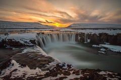 Ηλιοβασίλεμα πέρα από τον καταρράκτη Godafoss στην Ισλανδία Στοκ φωτογραφία με δικαίωμα ελεύθερης χρήσης