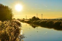 Ηλιοβασίλεμα πέρα από τον ποταμό, Πορτογαλία Στοκ φωτογραφία με δικαίωμα ελεύθερης χρήσης