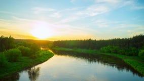 Ηλιοβασίλεμα πέρα από τον ποταμό Neris, χρόνος-σφάλμα απόθεμα βίντεο