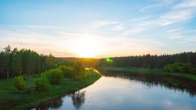 Ηλιοβασίλεμα πέρα από τον ποταμό Neris, χρόνος-σφάλμα φιλμ μικρού μήκους