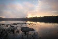 Ηλιοβασίλεμα πέρα από τον όρμο Crocket σε Stonington, Μαίην Στοκ Εικόνα