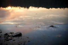 Ηλιοβασίλεμα πέρα από τον όρμο Crocket σε Stonington, Μαίην Στοκ φωτογραφία με δικαίωμα ελεύθερης χρήσης