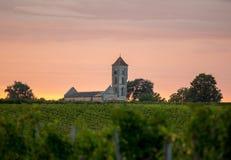 Ηλιοβασίλεμα πέρα από τους αμπελώνες Montagne κοντά σε Άγιο Emilion Gironde, Aquitaine στοκ εικόνες