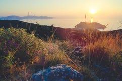 Ηλιοβασίλεμα πέρα από το νησί Frourio και το χωριό Asos Επτάνησα - Cephalonia Kefalonia Ελλάδα στοκ φωτογραφίες με δικαίωμα ελεύθερης χρήσης