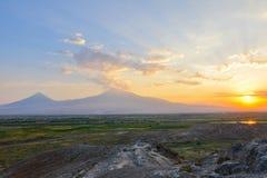 Ηλιοβασίλεμα πέρα από το υποστήριγμα Ararat, Αρμενία στοκ εικόνες με δικαίωμα ελεύθερης χρήσης