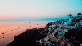 Ηλιοβασίλεμα πέρα από Oia στοκ εικόνες
