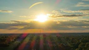 Ηλιοβασίλεμα πέρα από Vilnius με τα μπαλόνια και τον πύργο TV, Lithunia, χρόνος-σφάλμα φιλμ μικρού μήκους