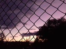 Ηλιοβασίλεμα πίσω από το φράκτη Στοκ Εικόνα