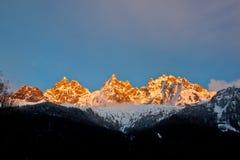 ηλιοβασίλεμα πανοράματος βουνών Στοκ εικόνα με δικαίωμα ελεύθερης χρήσης