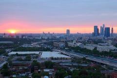 ηλιοβασίλεμα πανοράματος πόλεων Στοκ Εικόνα