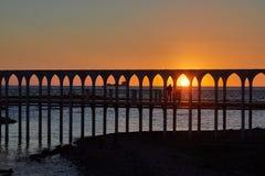 Ηλιοβασίλεμα παραλιών στη γέφυρα Civitavecchia στοκ φωτογραφία με δικαίωμα ελεύθερης χρήσης