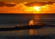 ηλιοβασίλεμα παφλασμών Στοκ Φωτογραφίες