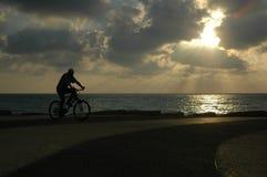 ηλιοβασίλεμα ποδηλάτων Στοκ Εικόνες