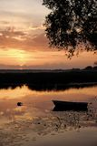 ηλιοβασίλεμα ποταμών τρα Στοκ Φωτογραφία