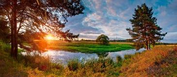 ηλιοβασίλεμα ποταμών Στοκ φωτογραφίες με δικαίωμα ελεύθερης χρήσης
