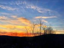 Ηλιοβασίλεμα που καίγεται στον ορίζοντα Στοκ φωτογραφία με δικαίωμα ελεύθερης χρήσης