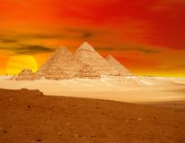ηλιοβασίλεμα πυραμίδων δράματος Στοκ Φωτογραφίες