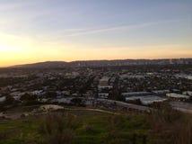 Ηλιοβασίλεμα Σάντα Μόνικα Λος Άντζελες που βλέπει από τους λόφους Baldwin στοκ εικόνες