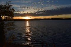 Ηλιοβασίλεμα σε μια λίμνη Στοκ φωτογραφία με δικαίωμα ελεύθερης χρήσης