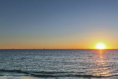 Ηλιοβασίλεμα σε μια παραλία κοντά σε Subiaco, δυτική Αυστραλία στοκ εικόνες