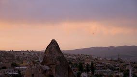Ηλιοβασίλεμα σε Cappadocia με τη δύσκολη έκτασή του απόθεμα βίντεο