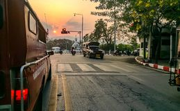 ηλιοβασίλεμα σε Chiang Mai& x27 δρόμος του s Στοκ εικόνες με δικαίωμα ελεύθερης χρήσης