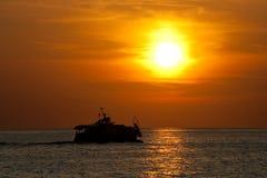 ηλιοβασίλεμα σκαφών στοκ εικόνες