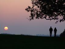 ηλιοβασίλεμα σκιαγραφ& Στοκ φωτογραφία με δικαίωμα ελεύθερης χρήσης