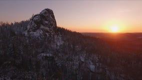 Ηλιοβασίλεμα στα βουνά απόθεμα βίντεο