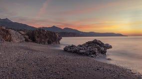 Ηλιοβασίλεμα στην παραλία νωρίς στοκ φωτογραφίες με δικαίωμα ελεύθερης χρήσης