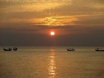Ηλιοβασίλεμα στην παραλία σε LAK Khao στην Ταϊλάνδη Στοκ φωτογραφίες με δικαίωμα ελεύθερης χρήσης