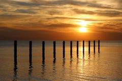 Ηλιοβασίλεμα στην παραλία, τέλος της ημέρας Στοκ Εικόνα