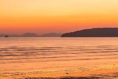 ηλιοβασίλεμα στην παραλία AO Nang, Krabi, Ταϊλάνδη Στοκ εικόνες με δικαίωμα ελεύθερης χρήσης