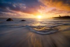 Ηλιοβασίλεμα στην παραλία Bois Blanc στην πώληση Etang, Νήσος Ρεϊνιόν Στοκ φωτογραφία με δικαίωμα ελεύθερης χρήσης