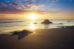 Ηλιοβασίλεμα στην παραλία Bois Blanc στην πώληση Etang, Νήσος Ρεϊνιόν Στοκ εικόνα με δικαίωμα ελεύθερης χρήσης