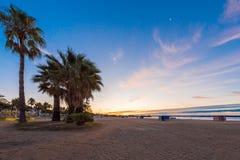 Ηλιοβασίλεμα στην παραλία Cambrils, Καταλωνία, Ισπανία Διάστημα αντιγράφων για το κείμενο Στοκ φωτογραφία με δικαίωμα ελεύθερης χρήσης