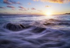 Ηλιοβασίλεμα στην παραλία Etang Salé Bois Blanc στη Νήσο Ρεϊνιόν Στοκ φωτογραφίες με δικαίωμα ελεύθερης χρήσης
