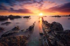 Ηλιοβασίλεμα στην παραλία Souris Chaude σε Trois Bassins, Νήσος Ρεϊνιόν Στοκ φωτογραφίες με δικαίωμα ελεύθερης χρήσης