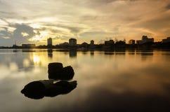 Ηλιοβασίλεμα στη εικονική παράσταση πόλης Στοκ εικόνα με δικαίωμα ελεύθερης χρήσης