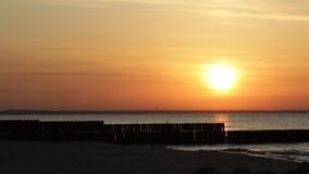 Ηλιοβασίλεμα στη θάλασσα απόθεμα βίντεο