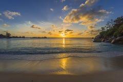Ηλιοβασίλεμα στη λεπτοκαμωμένη παραλία Anse, Σεϋχέλλες Στοκ εικόνες με δικαίωμα ελεύθερης χρήσης