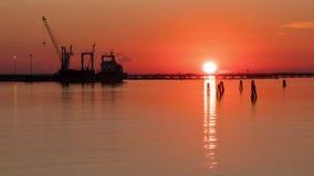 Ηλιοβασίλεμα στη λιμνοθάλασσα