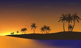 Ηλιοβασίλεμα στη σκιαγραφία παραλιών Στοκ φωτογραφία με δικαίωμα ελεύθερης χρήσης