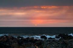 Ηλιοβασίλεμα στον Ατλαντικό Ωκεανό στο Πόρτο, Πορτογαλία Στοκ Εικόνες