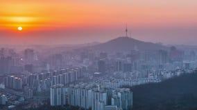 Ηλιοβασίλεμα στον πύργο Namsan στη Σεούλ, Νότια Κορέα φιλμ μικρού μήκους