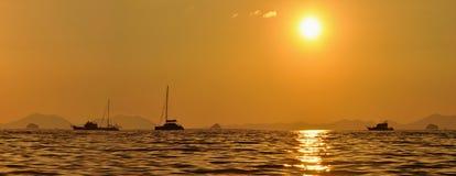 Ηλιοβασίλεμα στους ψαράδες στο AO Nang Στοκ εικόνα με δικαίωμα ελεύθερης χρήσης