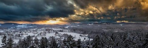 Ηλιοβασίλεμα στο βαυαρικό δάσος στοκ εικόνες με δικαίωμα ελεύθερης χρήσης